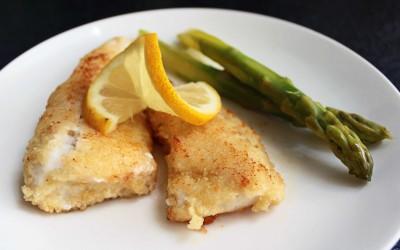 Vit fisk av olika sorter kan serveras både ugnsbakad eller stekt.