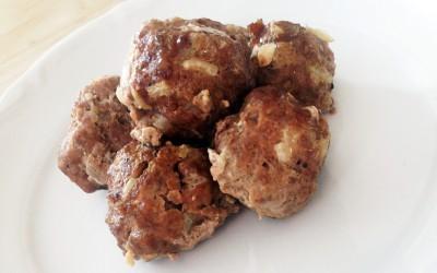 Köttbullar är lätta att tugga och på så sätt kött som kan ätas tidigt. Servera stora köttbullar eller dela i flera bitar.