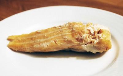 Lax, som innehåller nyttiga fetter, kan stekas både i ugn och i panna. Kokt lax är också ett bra alternativ.