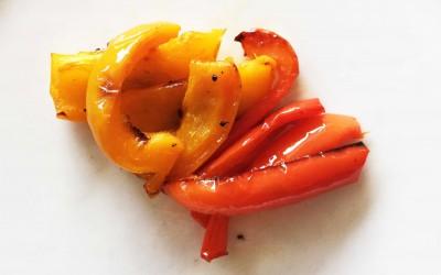 Ungsrostad paprika skuren på längden.