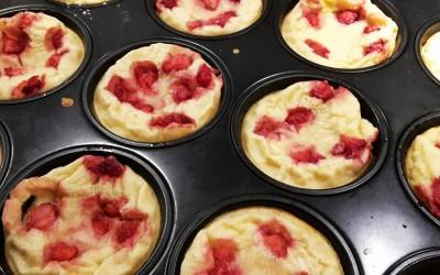 Pannkaksmuffins är helt enkelt pannkaka i muffinsform, perfekt utflyktsmat och dessutom varierbar genom olika sorters fyllning.